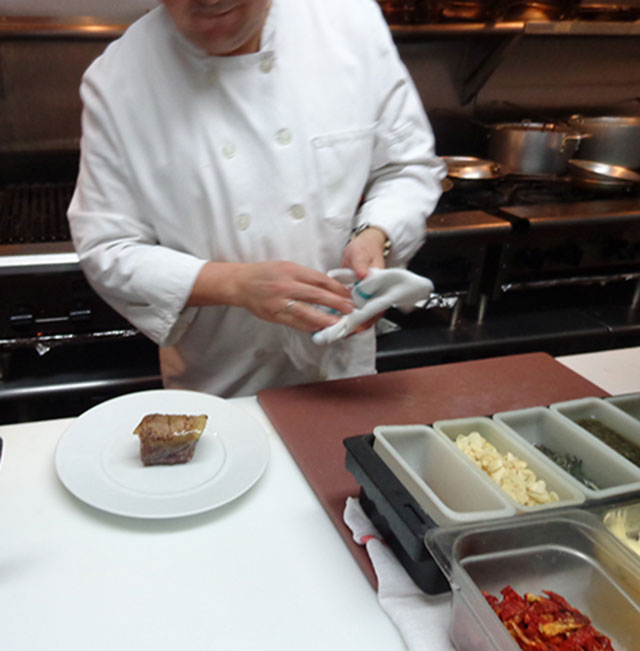 "Pablo, the main chef of ""Amarone Ristorante"", is getting read for the preparation of his new masterpiece."